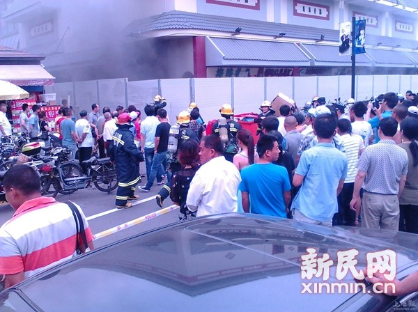 黄浦|福民商厦浓烟滚滚疑着火 原因待查