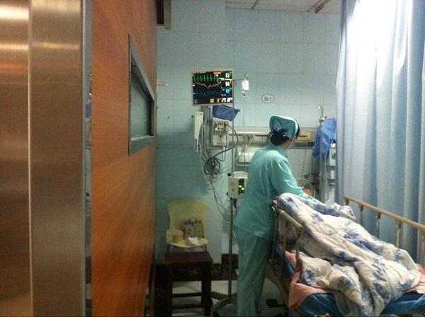 女儿大闹医院被拘妻子拒探望 老伯被弃抢救室两天