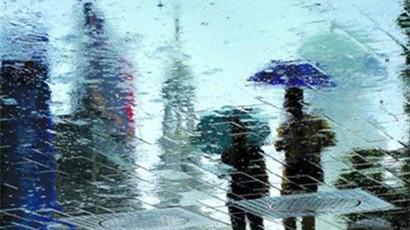 入梅首场持续暴雨今袭沪 下立交水淹将立即限行抢排