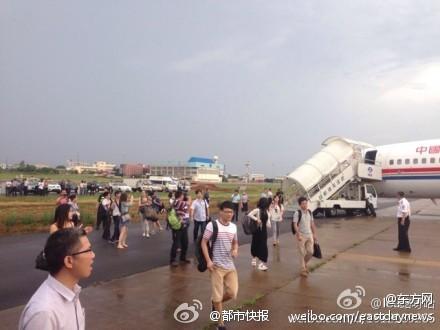 东航一客机武汉降落后无法移动 无人员伤亡