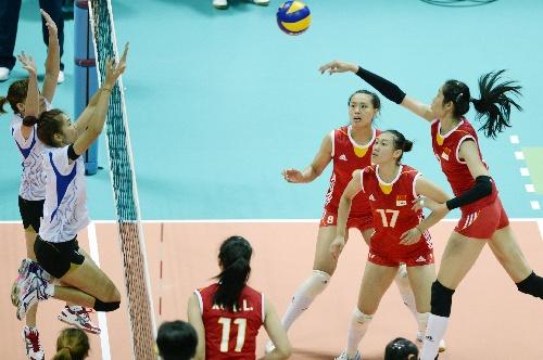 排球女排精英赛中国夺冠 朱婷比赛中扣球