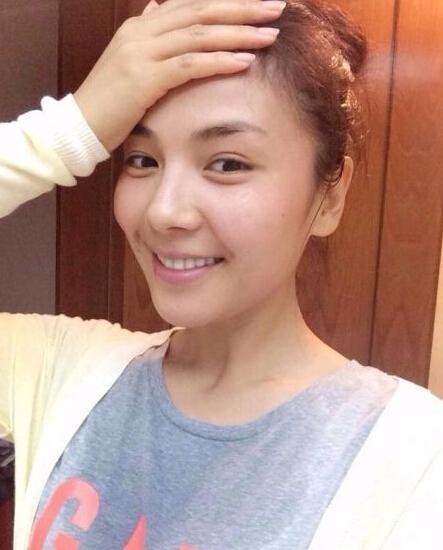 """""""照片中,刘涛不施粉黛,一脸素颜,非常的漂亮,皮肤保养的很好,素颜的"""