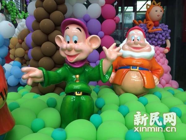 十万洋泡泡齐聚申城 气球版大黄鸭点燃嘉年华