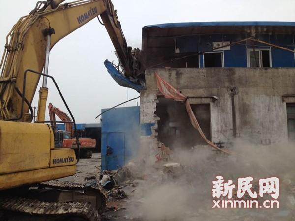 外来人员霸占动迁地块 闸北拆除3500平违法建筑