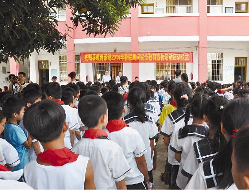 宾阳县暑期安全教育宣传活动启动仪式在新桥中心校举行