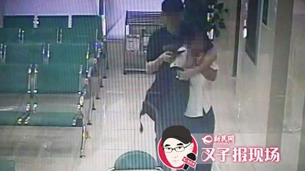 男子闯入农行北蔡支行 持刀劫持女人质要钱