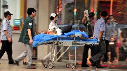 广州公交车燃烧事件已造成2死32伤