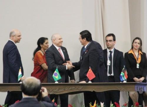 月15日举行的金砖国家领导人第六次会晤期间,金砖国家财长在五国图片