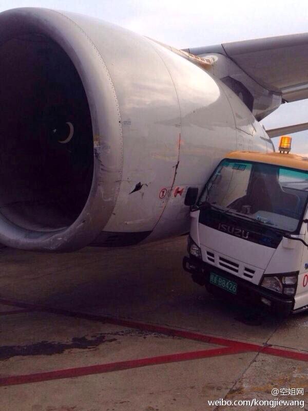 东航一客机虹桥机场碰擦加油车 左侧发动机外皮受损