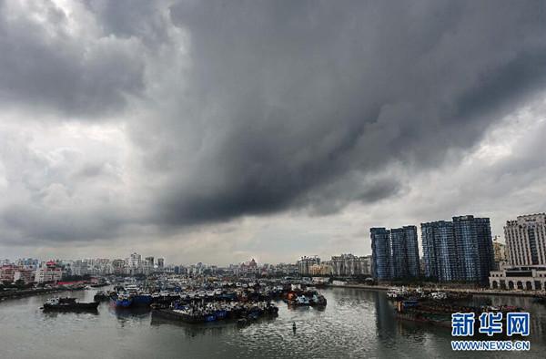 """""""威马逊""""今晨变超强台风 中国气象台发布红色预警"""