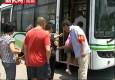 申城巴士2万安全员今上岗 汽油味箱包一律不准上车