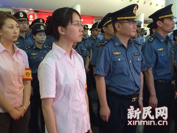 沪地铁执法大队今起成立 专抓逃票乞讨黑广告