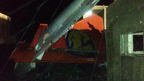 台湾载58人班机迫降意外 地形与夜间作业致抢救难