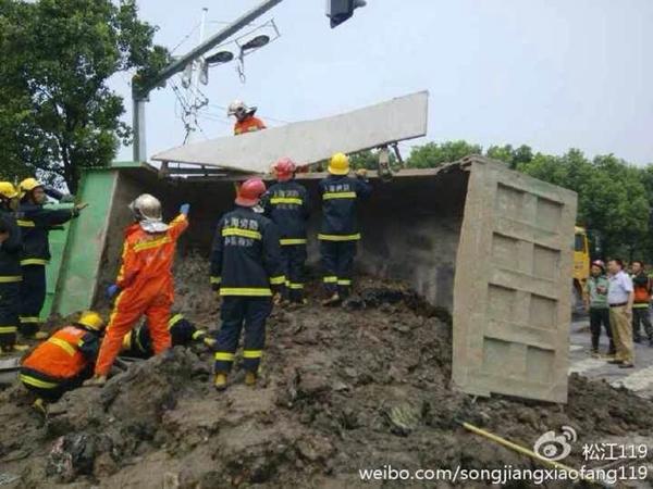 一周两渣土车肇事致4死 所属单位被禁入上海运输渣土