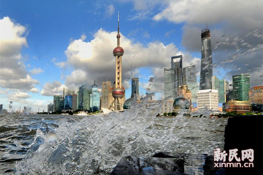 """""""娜基莉""""外围环流影响上海 申城天空上演云影大戏"""