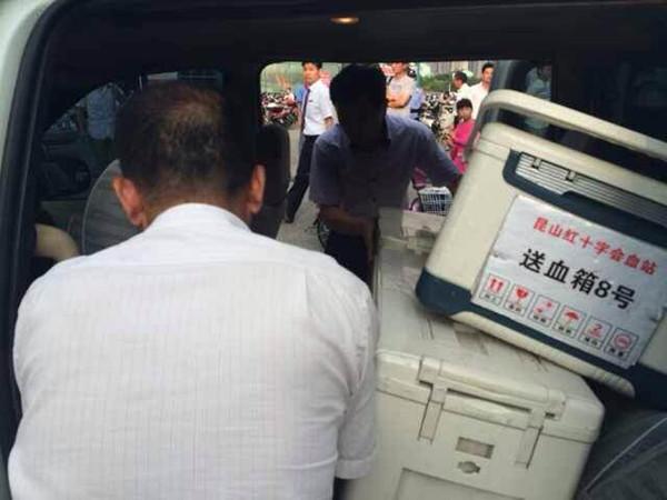 昆山厂区爆炸致血库告急 市民自发排队献血