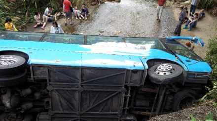 江西三清山一上海大巴侧翻 16人受伤住院多为骨折