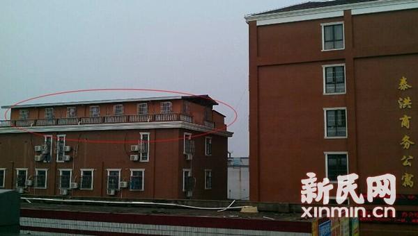 浦江镇公寓楼顶搭10余间客房出租 每间月租900-2300元