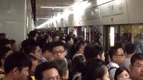 沪地铁三条线路早高峰齐发故障 网友:迟到的节奏