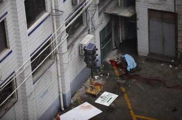 西安男子无证驾驶被带至交警大队 突然跳楼身亡