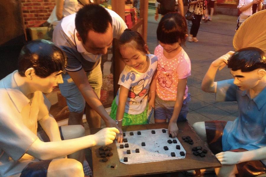 豫园老上海弄里风情夜市开幕