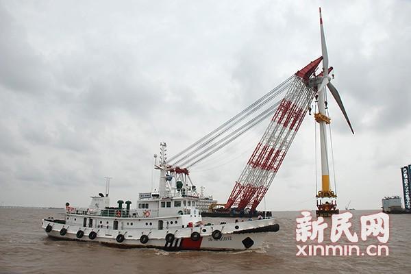 上海东海大桥风力发电场二期工程进入电机安装阶段