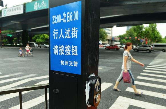 没有信号灯 交通混乱市民担心 青岛交通信号灯智能化 信号长短根据