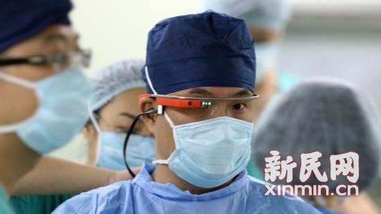 """市六医院谷歌眼镜""""直播""""骨科手术引围观"""