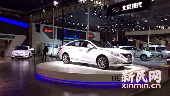 新民网探营浦东国际车展:豪车吸引力远胜车模