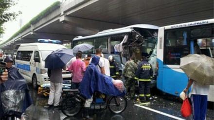 早高峰中山北路多车连撞 6车受损30余人受伤