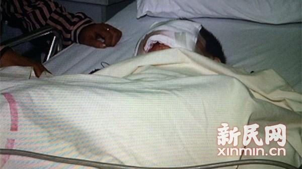 遭霰弹枪击伤男孩出院 病情稳定已可吞咽食物