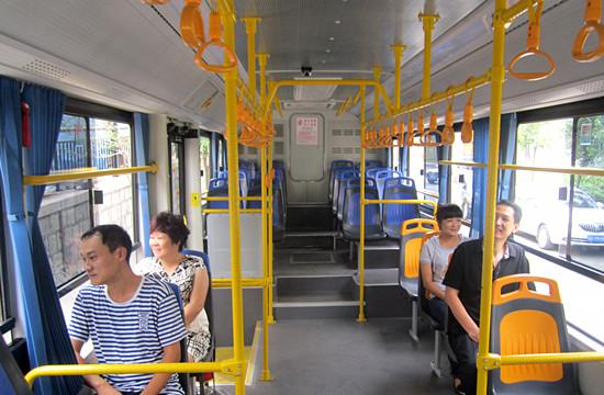 团引进国内最大客车制造企业——郑州宇通客车   新能源高清图片