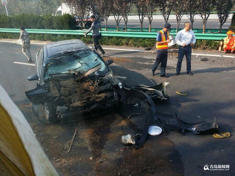 惨烈车祸,一辆老款别克君威与前车追尾,   车头   消失.目前高清图片