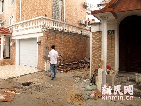 圣淘沙花园别墅违建近9成 6栋私建车库被强拆