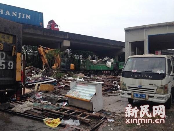 24桥孔分割127间房 沪宜公路立交桥违建被拆除
