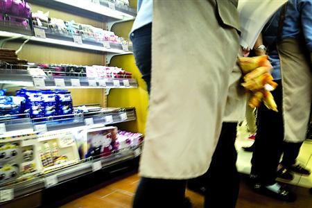 曝南京路久光超市售过期商品 牛奶过期40天