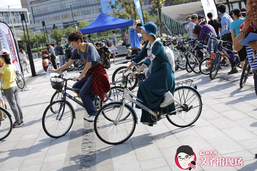 在浪漫九月的一个周日,让或复古或酷炫或孩子气的单车代替其他交通工具,试着让心平静下来。新民网 萧君玮 摄
