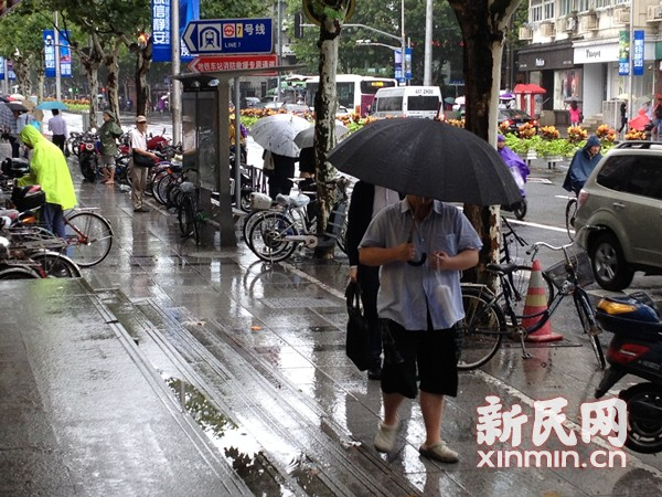 """""""凤凰""""将登陆上海  降级热带风暴风雨逐步减弱"""