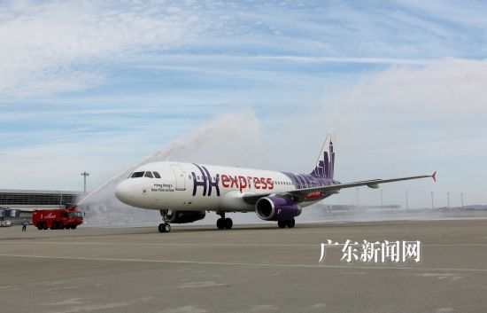 广东新闻网广州9月24日电 (记者 索有为)唯一一家建基于香港的低成本航空公司-香港快运航空(HKExpress)日前在日本中部国际机场宣布往返香港名古屋航线正式启航,为两地的旅客提供方便及超值的出行选择。   自2013年10月27日转型为低成本航空后,香港快运航空一直致力于以相宜的票价、稳定的安全性和业内领先的准点率,为旅游爱好者提供香港往来亚洲热门城市之间的航空服务,航点数目现已扩充至14个,其中包括四个日本航点,分别为东京-羽田、大阪-关西、福冈及新开办的名古屋。   在新闻发布会上,香港快运
