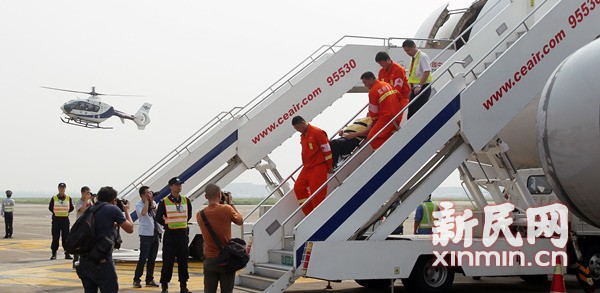 航班颠簸紧急降落 虹桥机场最快5分钟送乘客就医