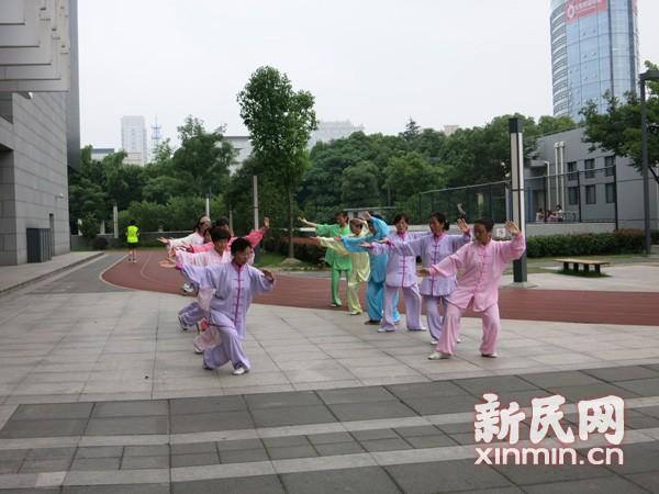 访上海精武会宝山辅导中心太极晨练