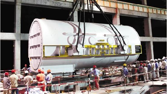 台州第二发电厂百万千瓦机组发电机定子吊装就位