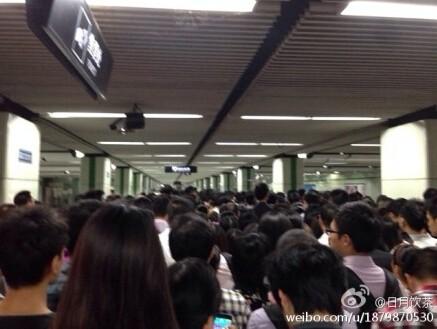 上海地铁2号线广兰路站常态化限流,网友吐槽像十一景区,你怎么看?