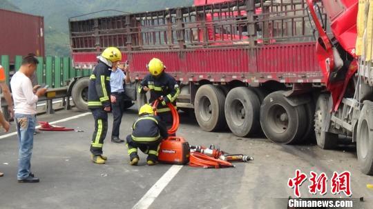 浙江甬台温高速发生五车连环追尾事故致两伤一死