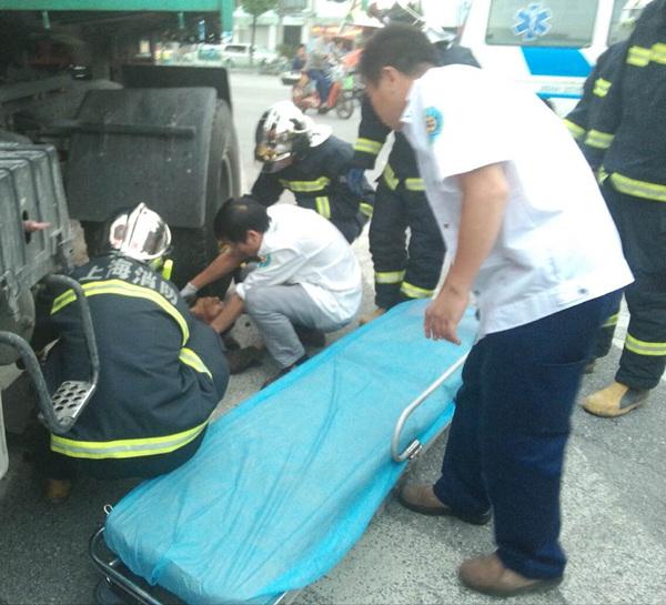 爷孙俩放学途中被卷入货车车底 爷爷抢救无效死亡