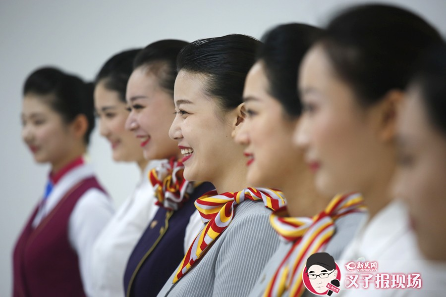今天(22日),东方航空在沪招聘500余名乘务员(航空安全员),吸引超过5000余人前来应征。新民网 萧君玮 摄