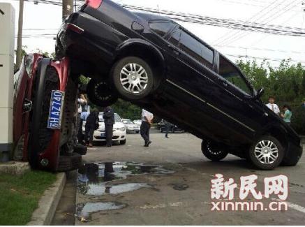 """卡车倒车声是""""请注意,倒车""""还是""""倒车,请注意""""?"""
