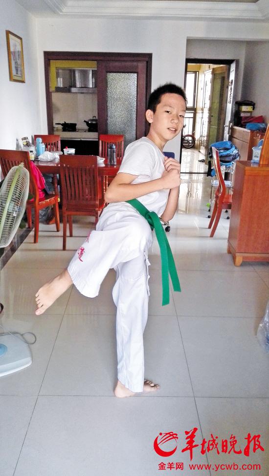 生病前的小轩是个活泼的孩子,喜欢绘画、跆拳道
