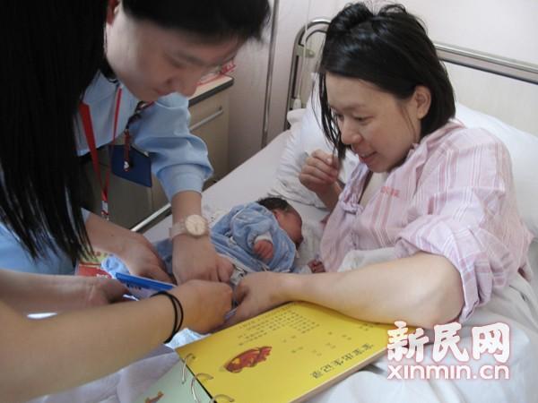 上海规定新生儿出入院须直系亲属接送