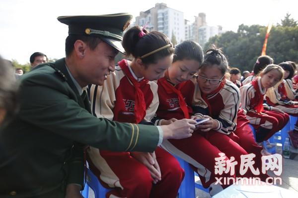 沪119宣传周陆续启动 普陀区学生获赠消防动画片
